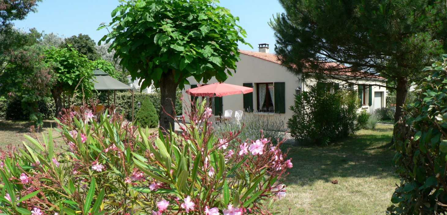 location sur ile d 39 ol ron le grand village plage la maison de vacances. Black Bedroom Furniture Sets. Home Design Ideas
